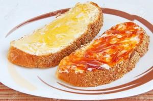 Pan con matequilla y mermelada